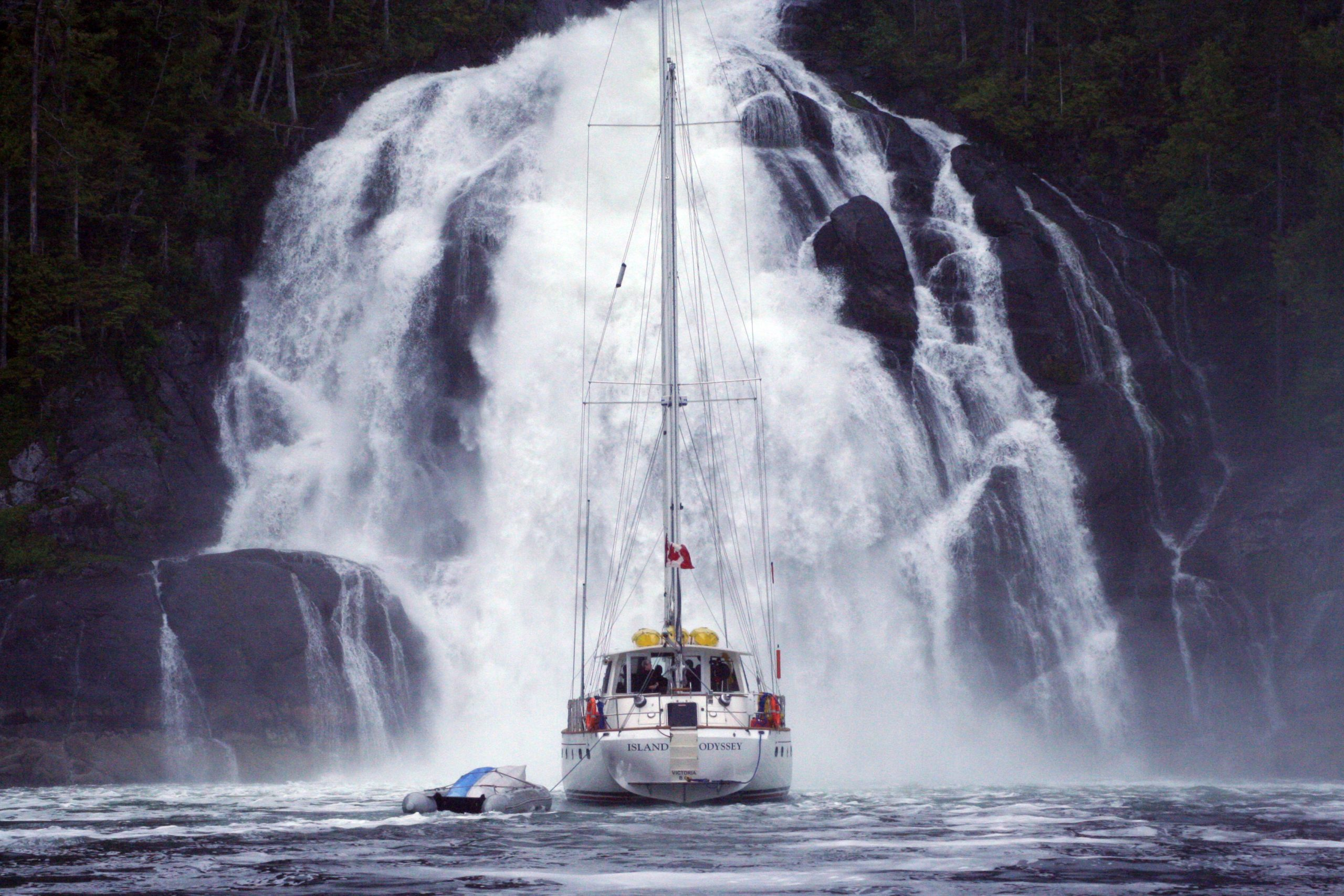 """<div id=""""tc-link""""><a href=""""https://www.bluewateradventures.ca/"""" target=""""_blank"""">Bluewater Adventures</a></div>"""